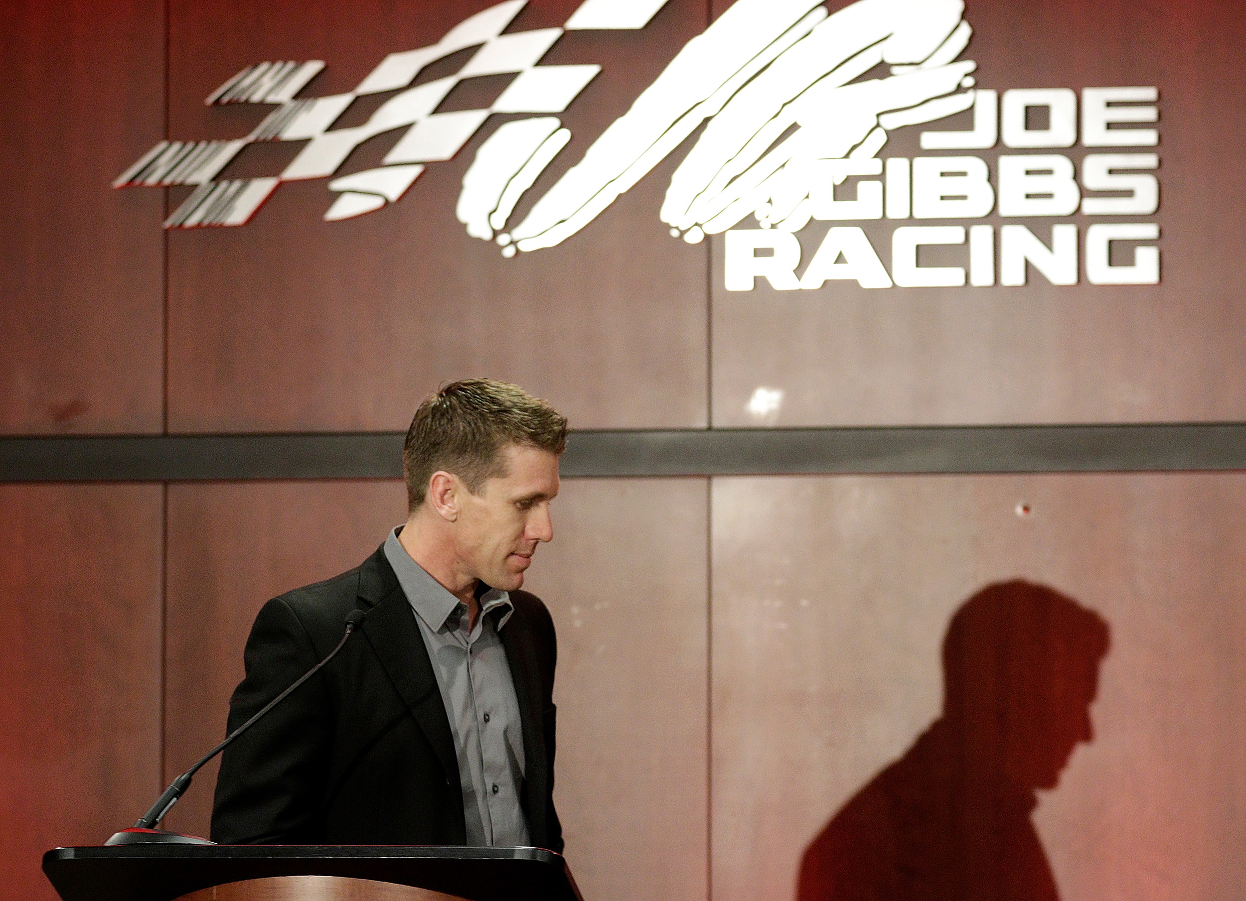 Carl Edwards announces he's 'stepping away' from NASCAR Wednesday